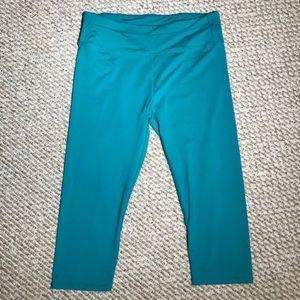 Fabletics Aqua/green cropped leggings